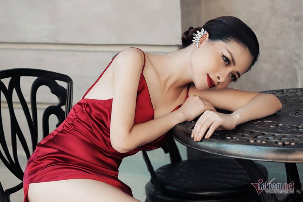 Dương Hoàng Yến gợi cảm với lưng trần ngọc ngà-2