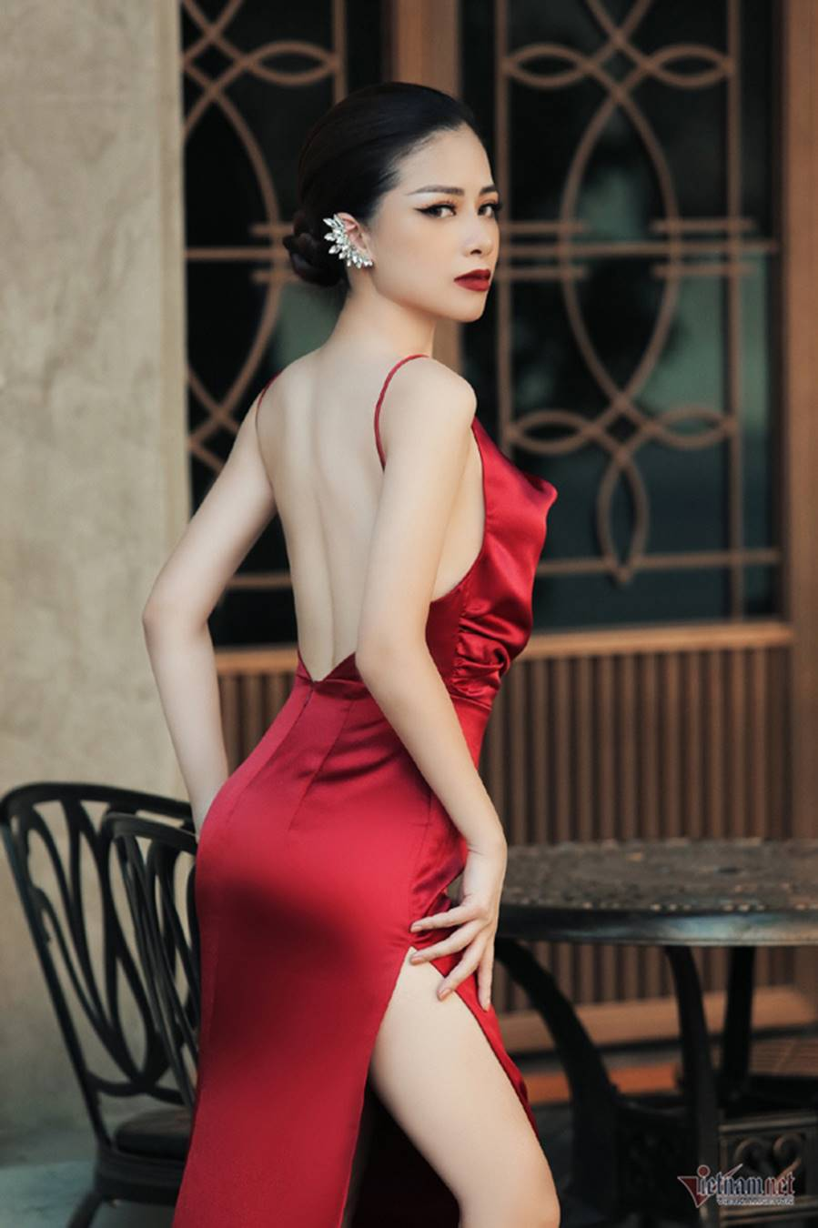 Dương Hoàng Yến gợi cảm với lưng trần ngọc ngà-3
