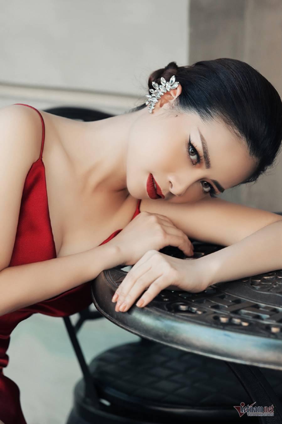Dương Hoàng Yến gợi cảm với lưng trần ngọc ngà-5