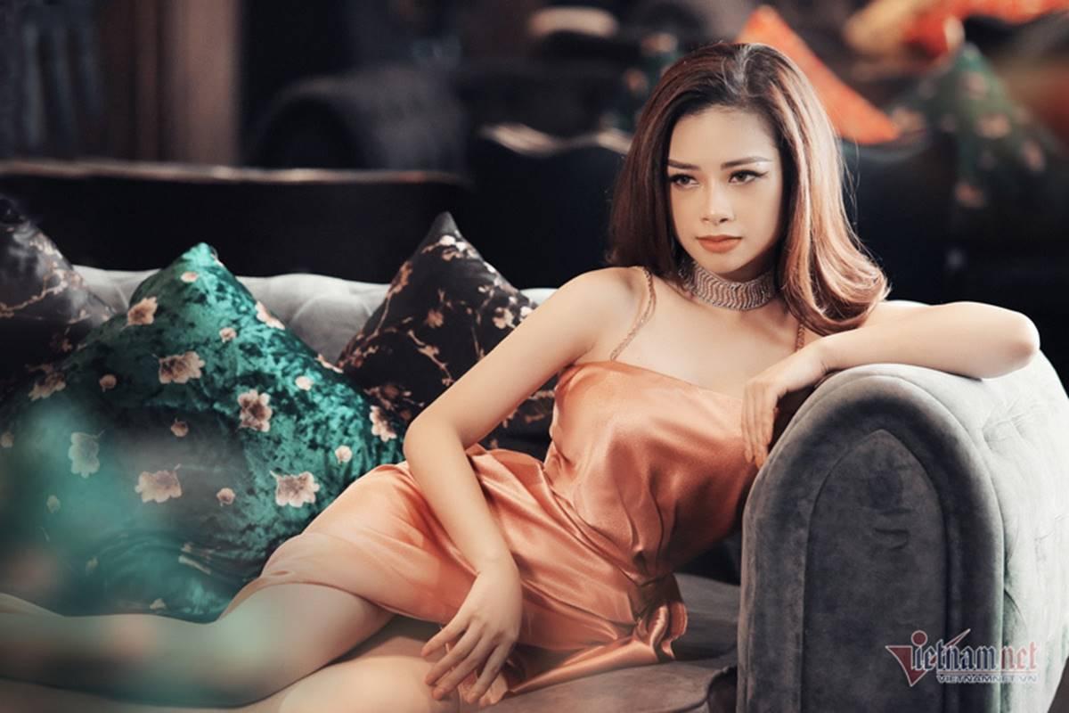 Dương Hoàng Yến gợi cảm với lưng trần ngọc ngà-11