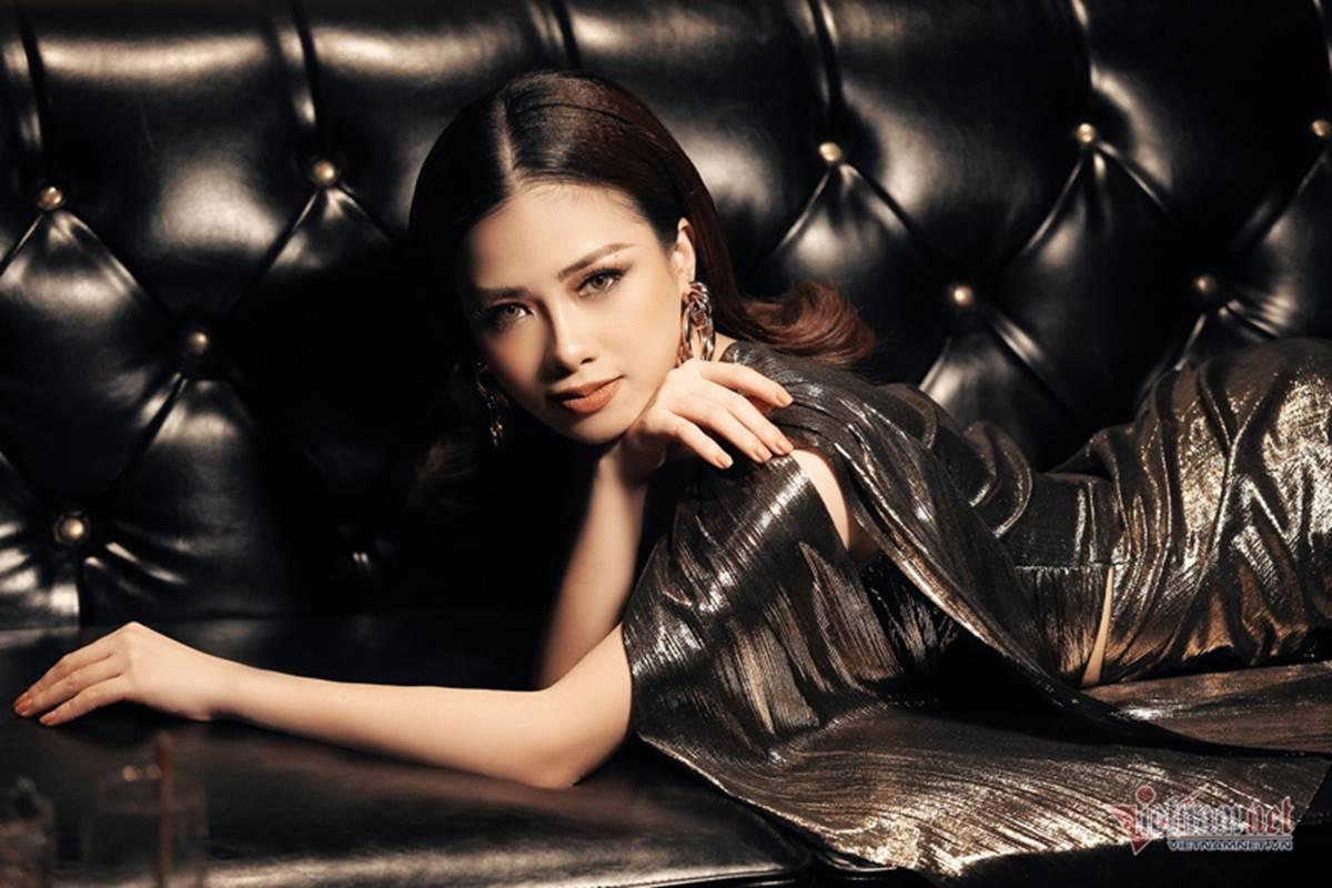 Dương Hoàng Yến gợi cảm với lưng trần ngọc ngà-9