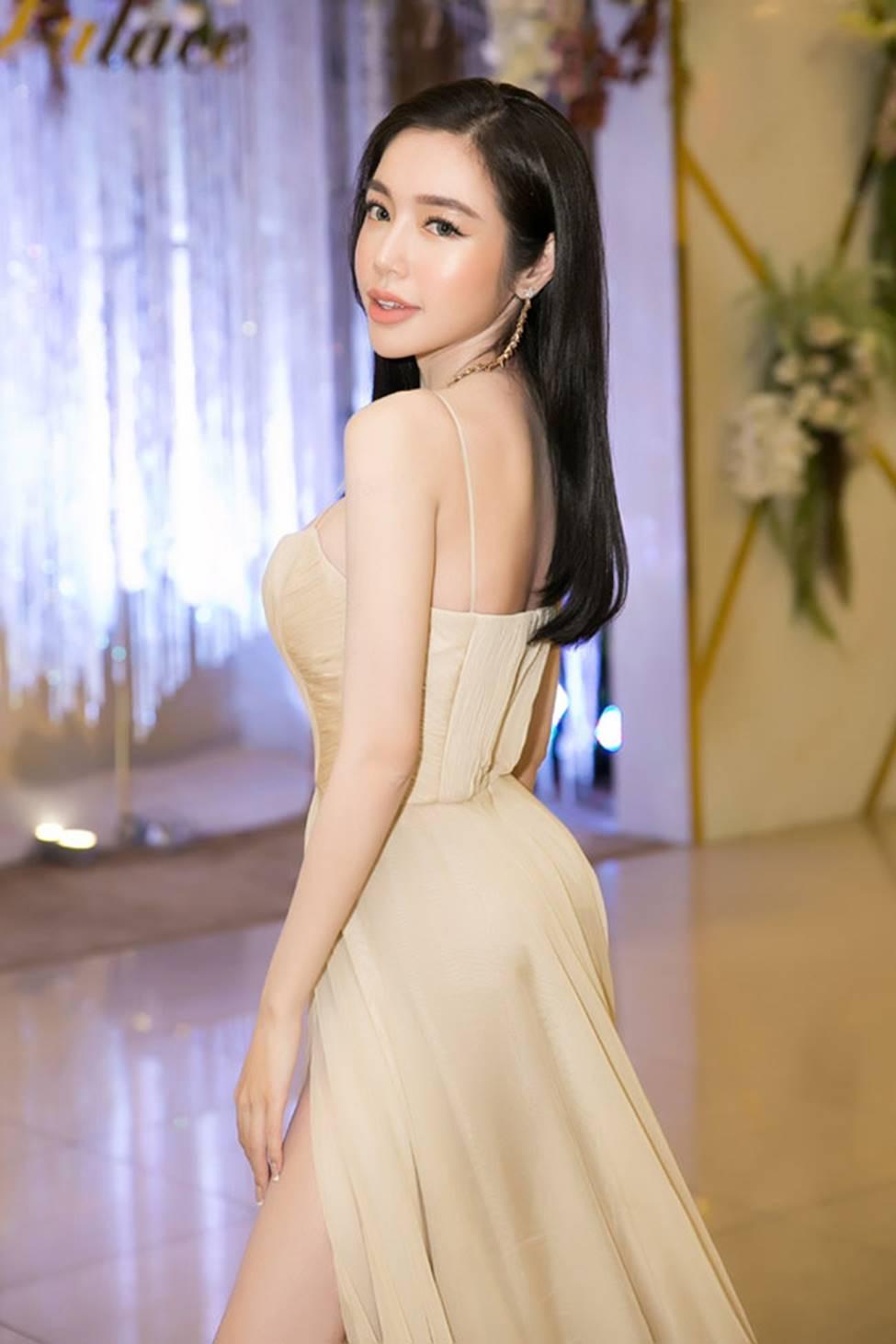 Loạt mỹ nữ showbiz Việt mặc gì phô đường cong thần thánh?-13