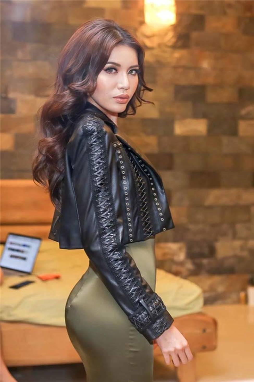 Loạt mỹ nữ showbiz Việt mặc gì phô đường cong thần thánh?-8