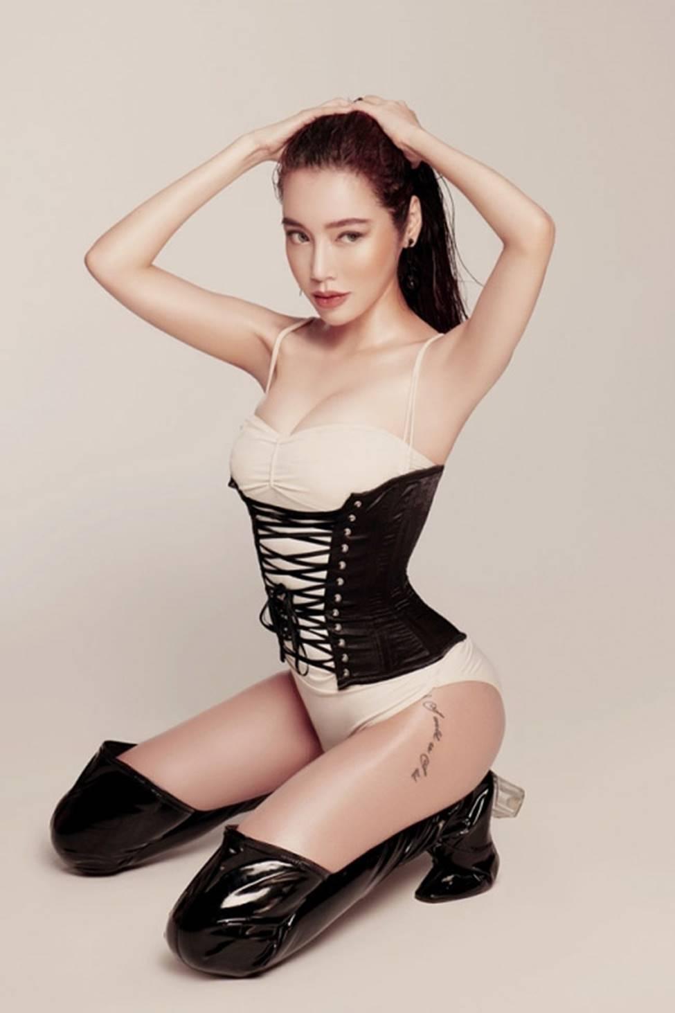 Loạt mỹ nữ showbiz Việt mặc gì phô đường cong thần thánh?-15