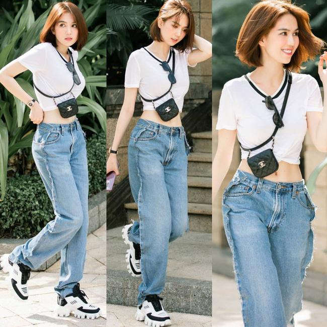 Khoe quần jeans trước sau như một, tưởng không ai dám mặc hóa ra Ngọc Trinh lại đụng hàng với cô em chân siêu dài nhà Kim-1