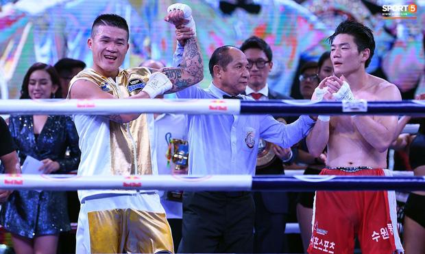 Xúc động khoảnh khắc Trương Đình Hoàng chính thức đeo lên người chiếc đai lịch sử, làm rạng danh boxing Việt tới toàn thế giới-8