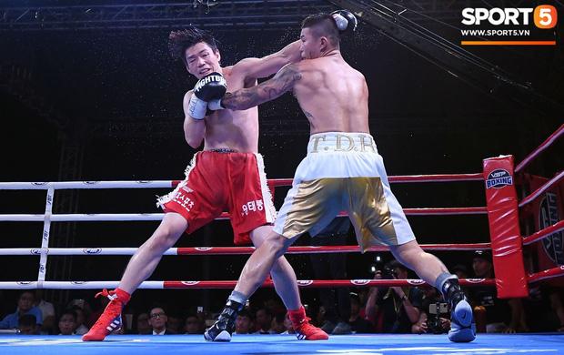 Xúc động khoảnh khắc Trương Đình Hoàng chính thức đeo lên người chiếc đai lịch sử, làm rạng danh boxing Việt tới toàn thế giới-6