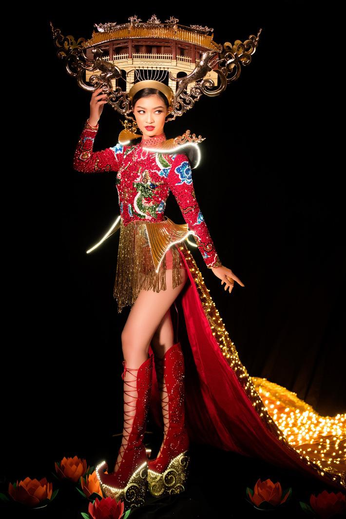 Kiều Loan mang Hội An đến Hoa hậu Hòa Bình, bật mí về chiếc váy được đính 2 nghìn bóng đèn và hơn 40 nghìn viên pha lê-1
