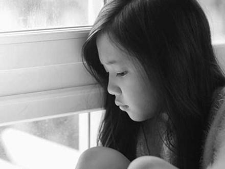 """""""Kiếp sau con không muốn làm con của mẹ nữa"""" - dòng nhật ký xót xa của một bé gái và câu chuyện buồn đằng sau"""