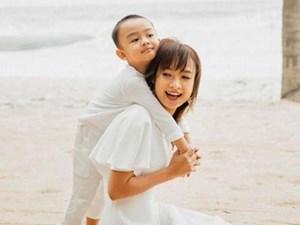 Bộ ảnh ngẫu hứng khi diễn viên Lê Bê La vui đùa cùng con