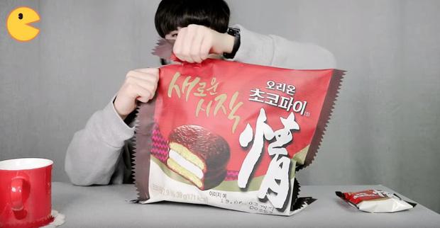 Đối thủ của bà Tân Vlog đã xuất hiện: Youtuber người Hàn tự tay làm những món ăn siêu to khổng lồ khiến dân tình choáng váng-3