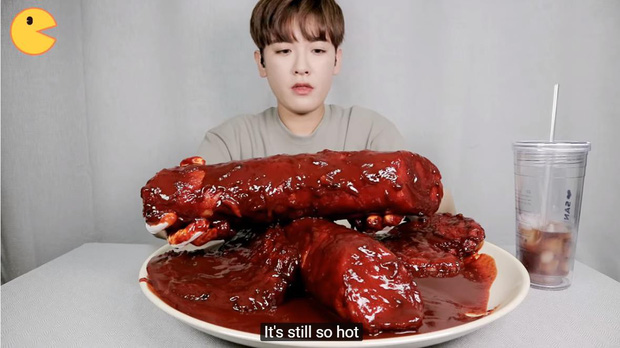 Đối thủ của bà Tân Vlog đã xuất hiện: Youtuber người Hàn tự tay làm những món ăn siêu to khổng lồ khiến dân tình choáng váng-11