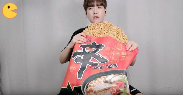 Đối thủ của bà Tân Vlog đã xuất hiện: Youtuber người Hàn tự tay làm những món ăn siêu to khổng lồ khiến dân tình choáng váng-14