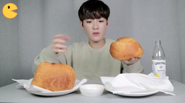 Đối thủ của bà Tân Vlog đã xuất hiện: Youtuber người Hàn tự tay làm những món ăn siêu to khổng lồ khiến dân tình choáng váng-8