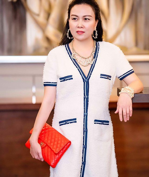 Ngược đời thật sự: Phượng Chanel đeo thắt lưng thì bị chê hết lời, mang lên cổ đeo lại có cái kết hoàn toàn khác-1