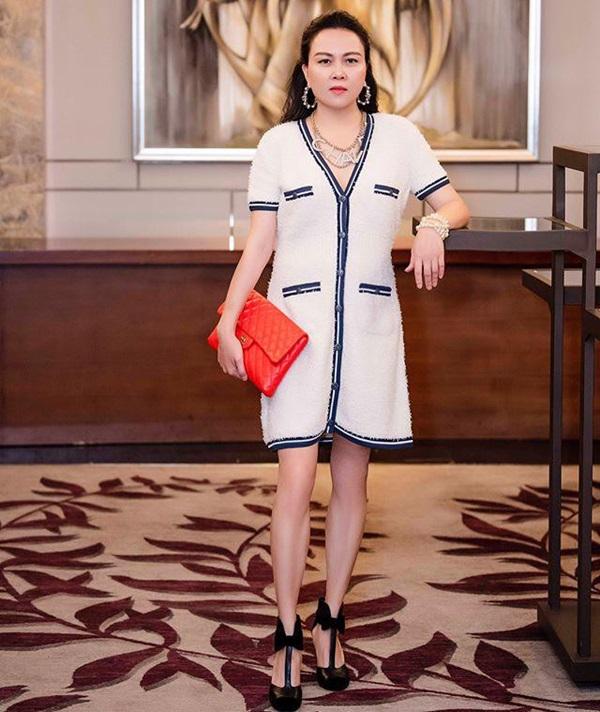 Ngược đời thật sự: Phượng Chanel đeo thắt lưng thì bị chê hết lời, mang lên cổ đeo lại có cái kết hoàn toàn khác-2