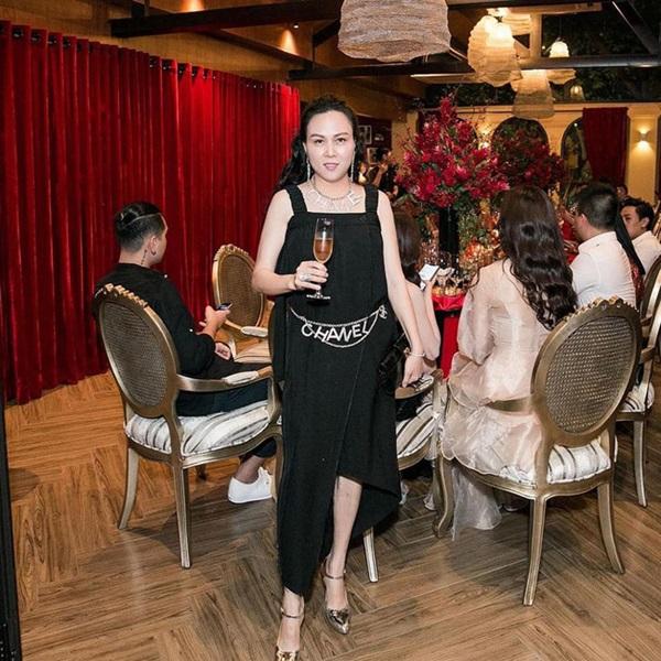 Ngược đời thật sự: Phượng Chanel đeo thắt lưng thì bị chê hết lời, mang lên cổ đeo lại có cái kết hoàn toàn khác-4