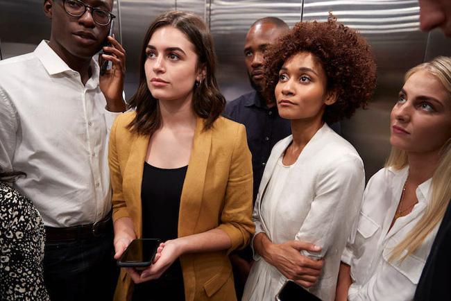 Gửi những cô nàng ồn ào trong thang máy: Miệng chưa thơm thì ít nói và khẽ khàng thôi!-3