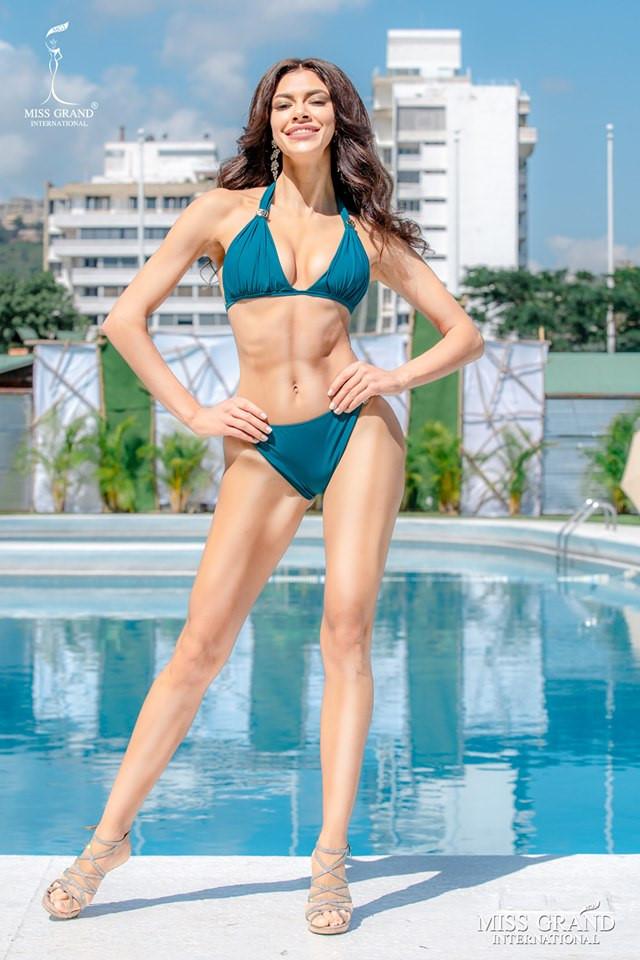 Ảnh áo tắm của dàn thí sinh Hoa hậu Hòa bình bị chỉnh sửa quá tay-10