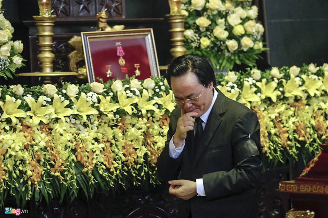 Dòng người tiễn biệt Thứ trưởng GD&ĐT Lê Hải An-8