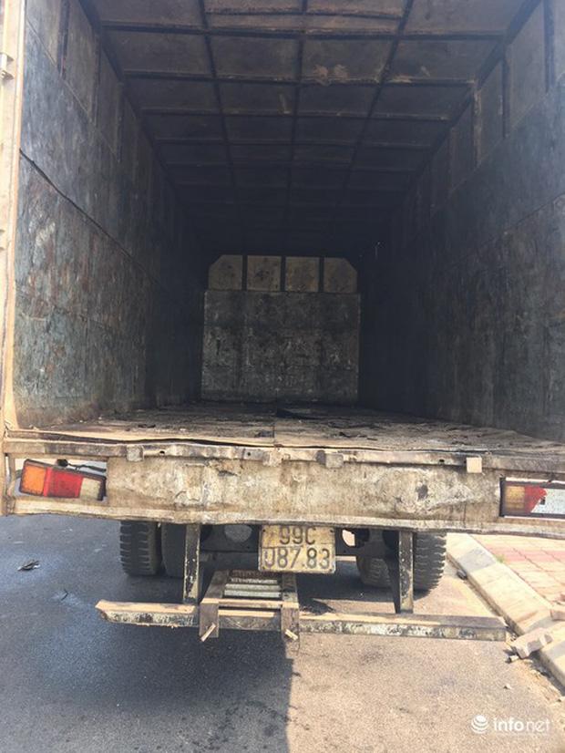 Vụ đổ dầu thải tại Nhà máy nước sông Đà: Hé lộ một chiếc ôtô con dẫn đường cho xe tải-8