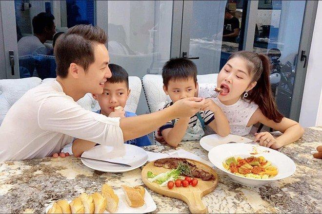 Được chồng nấu ăn, vợ Đăng Khôi cười tít mắt tuyên bố: Không cần chồng đẹp trai, nhiều tiền-11