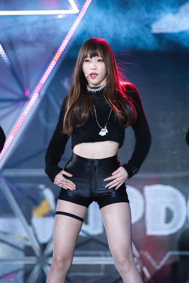 Dây đai ngực, đai chân: Thủ phạm khiến sao Hàn bị dư luận chỉ trích gợi dục-14