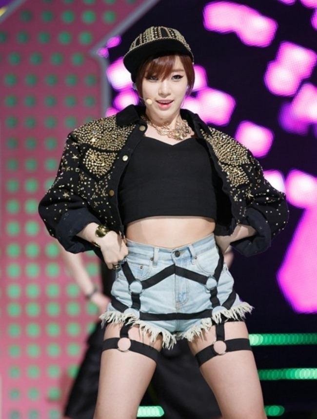 Dây đai ngực, đai chân: Thủ phạm khiến sao Hàn bị dư luận chỉ trích gợi dục-16