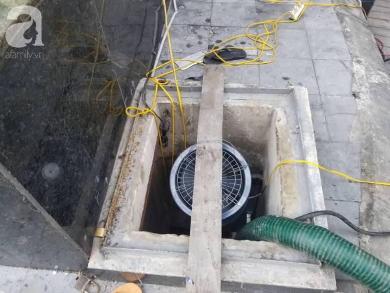Bể nước chung cư Golden Land Hà Nội đầy dầu đen, bốc mùi khó chịu trong quá trình thau rửa sau sự cố nước bị nhiễm bẩn-1