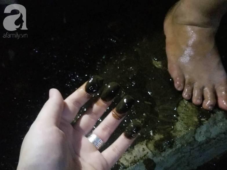 Bể nước chung cư Golden Land Hà Nội đầy dầu đen, bốc mùi khó chịu trong quá trình thau rửa sau sự cố nước bị nhiễm bẩn-7