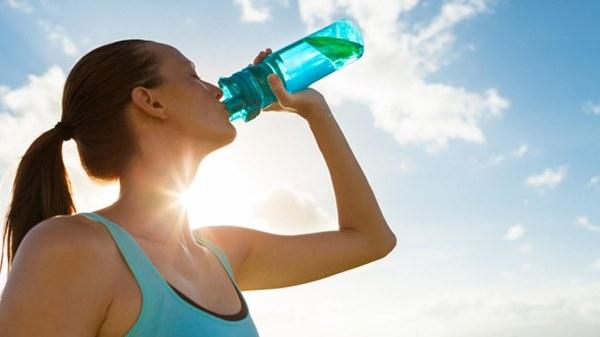 Dùng loại cốc uống nước này thường xuyên, cơ thể bạn không khác gì nạp và tích tụ thuốc độc mãn tính!-3