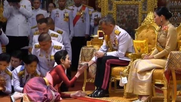 Vua Thái tước mọi chức vị của hoàng quý phi vì bất trung thành-1
