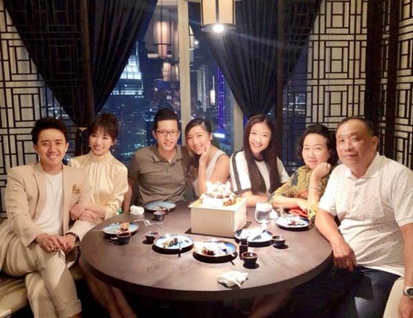 Netizen liên tục thắc mắc vì Hari Won lần đầu vắng mặt trong tiệc sinh nhật mẹ Trấn Thành-4