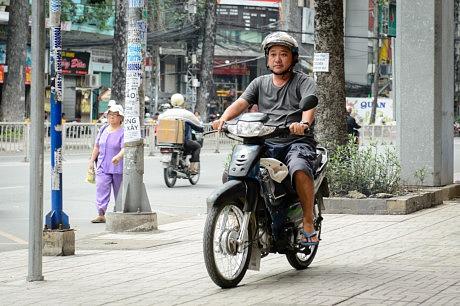 Sao Việt người bán kem, người chạy xe ôm do không sống được bằng nghề-9