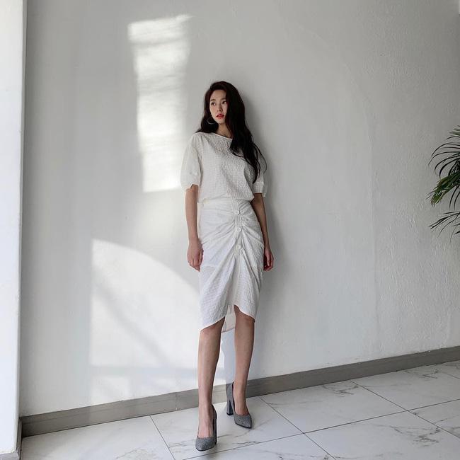 Mấy nàng thích mặc đẹp sao có thể làm ngơ trước 12 cách diện chân váy xinh nức nở này của sao Hàn?-11