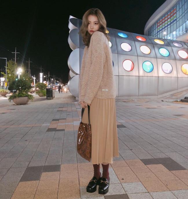 Mấy nàng thích mặc đẹp sao có thể làm ngơ trước 12 cách diện chân váy xinh nức nở này của sao Hàn?-12