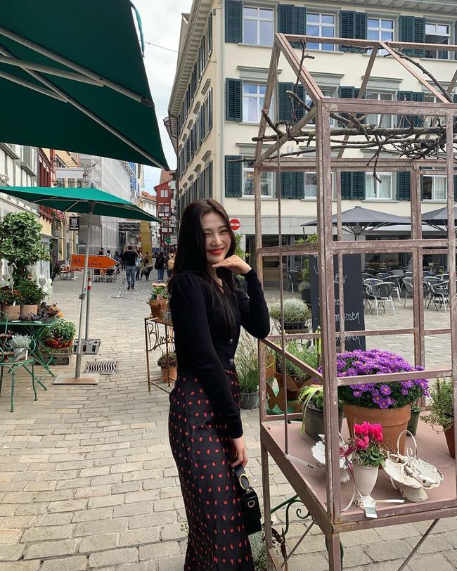 Mấy nàng thích mặc đẹp sao có thể làm ngơ trước 12 cách diện chân váy xinh nức nở này của sao Hàn?-8