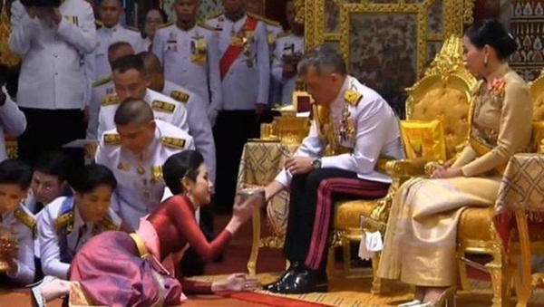 Nhìn lại 3 tháng ngắn ngủi tại vị của Hoàng quý phi Thái Lan mới thấy rõ những điều bất thường từ trước-1