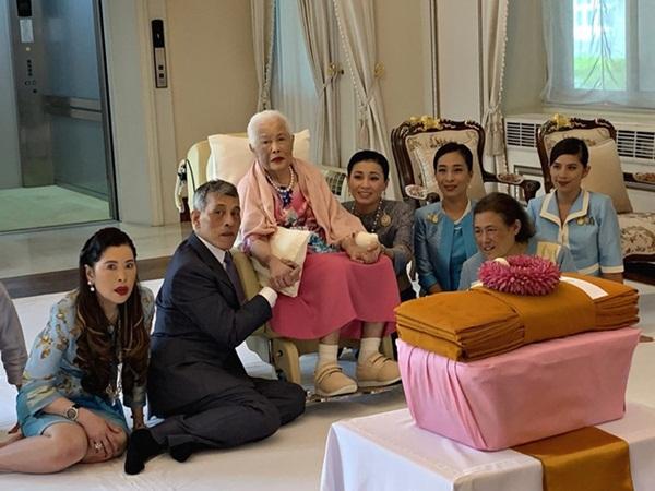 Nhìn lại 3 tháng ngắn ngủi tại vị của Hoàng quý phi Thái Lan mới thấy rõ những điều bất thường từ trước-2