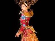 Kiều Loan trình diễn trang phục dân tộc gắn 2.000 bóng đèn