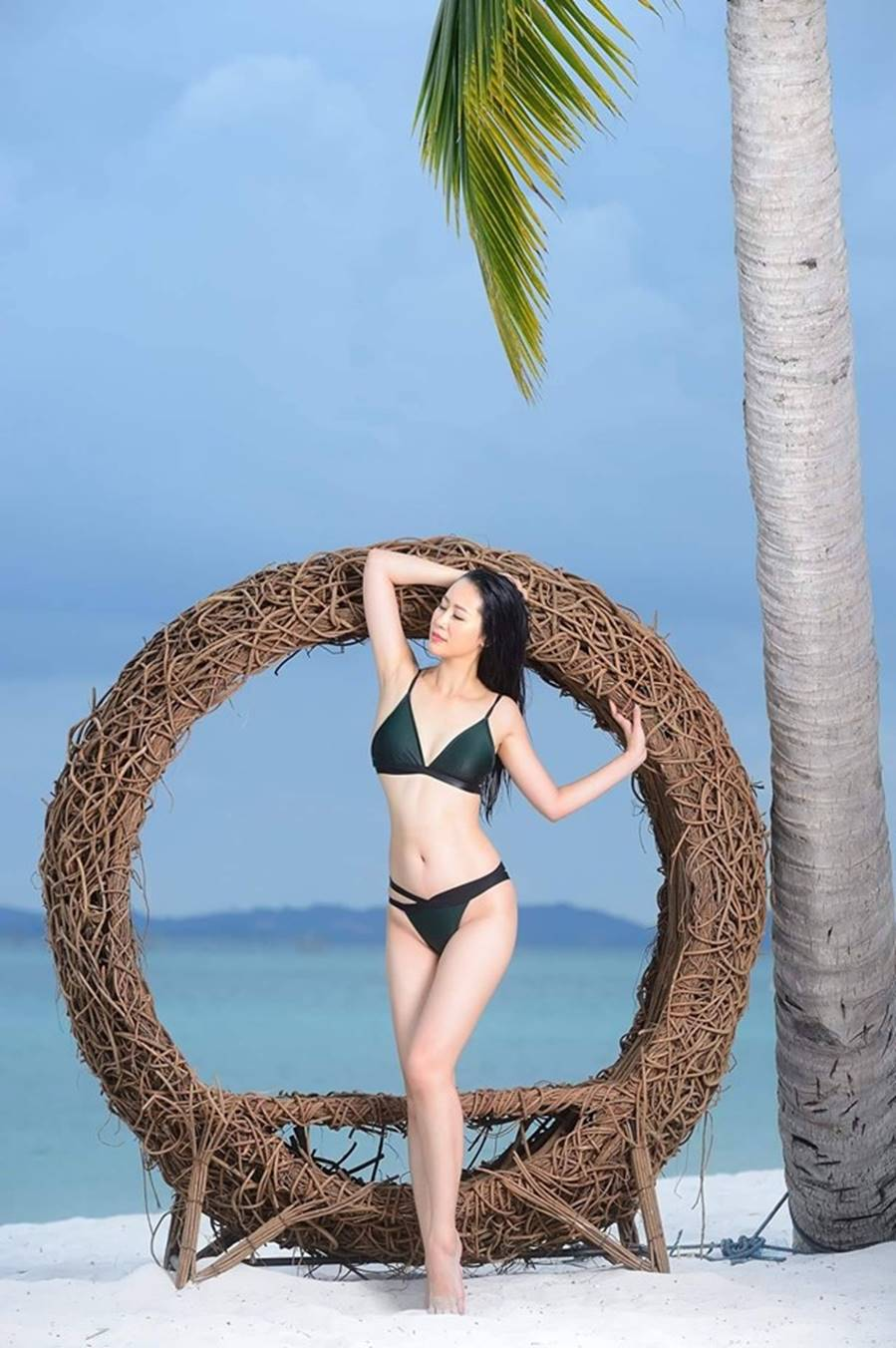 Dương Thuỳ Linh nóng bỏng với bikini, trao lại vương miện cho người kế nhiệm-2