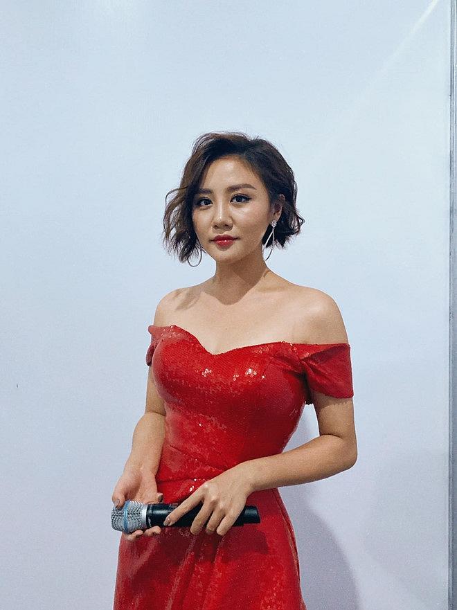Khán giả sốc khi Văn Mai Hương úp mở thông tin lễ cưới chỉ để PR-1