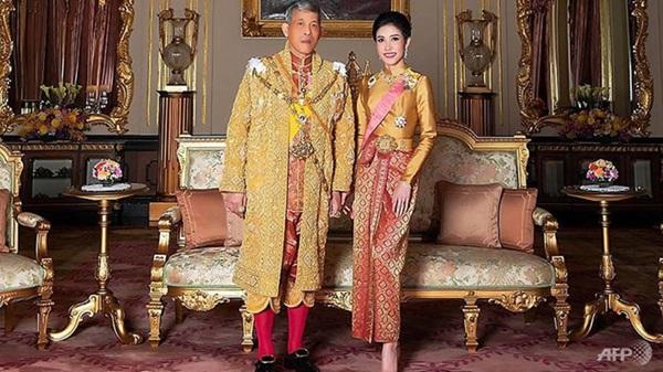 Hoàng gia Thái xóa lý lịch và hình ảnh hoàng quý phi khỏi website-1
