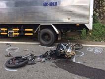 Lâm Đồng: Xe máy gãy đôi sau khi tông trực diện xe tải, 2 học sinh lớp 10 tử vong
