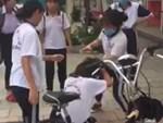 Nữ sinh bị đánh liên tiếp vào đầu-2