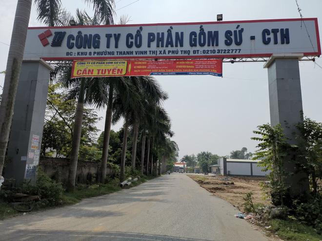 Cận cảnh nơi lưu giữ dầu thải bị tuồn ra đầu độc nước sông Đà của Công ty gốm sứ Thanh Hà-2