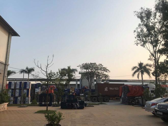 Cận cảnh nơi lưu giữ dầu thải bị tuồn ra đầu độc nước sông Đà của Công ty gốm sứ Thanh Hà-4