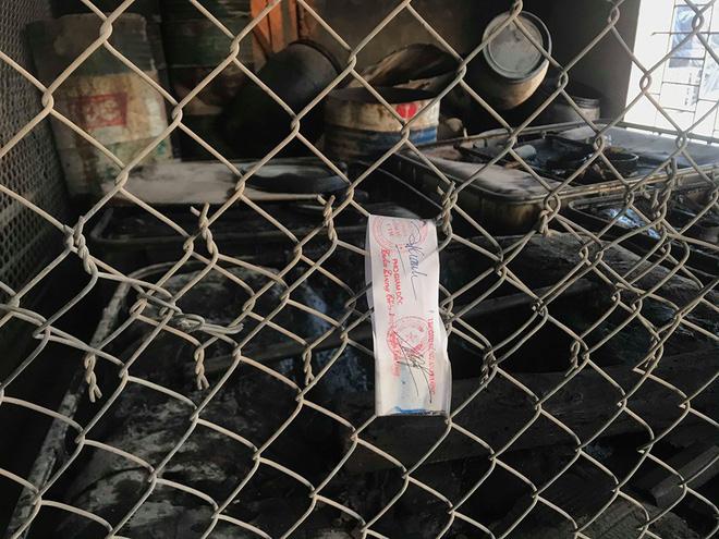 Cận cảnh nơi lưu giữ dầu thải bị tuồn ra đầu độc nước sông Đà của Công ty gốm sứ Thanh Hà-12