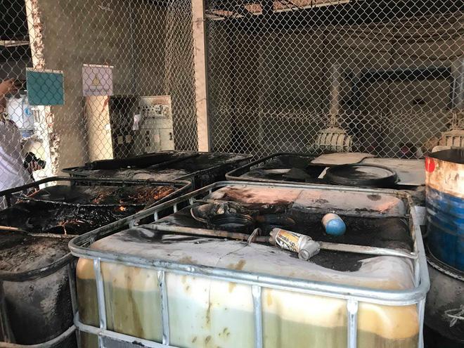 Cận cảnh nơi lưu giữ dầu thải bị tuồn ra đầu độc nước sông Đà của Công ty gốm sứ Thanh Hà-14