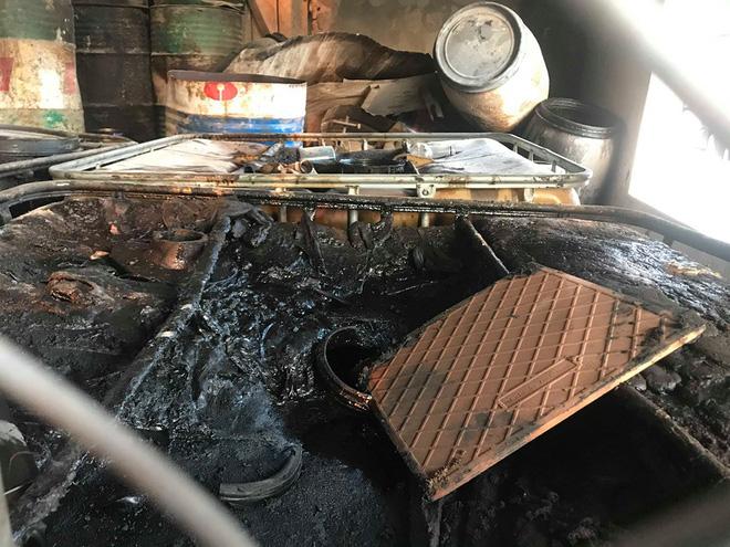 Cận cảnh nơi lưu giữ dầu thải bị tuồn ra đầu độc nước sông Đà của Công ty gốm sứ Thanh Hà-15